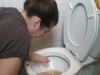 Brune duke vjellë vomit puke vomiting me gojë mbyllur pukes