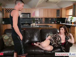 Sexy mère sara jay gets baisée et facialized