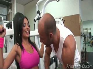 Big stacked anissa kate trains her amjagaz at the kaçalka