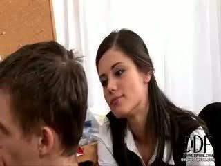 น้อย caprice gives a ใช้ปากกับอวัยวะเพศ