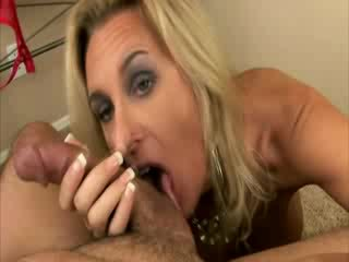 Cougar mommy is a good cocksucker