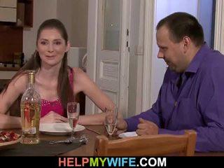 Tuk manžel pays the pizza guy tot souložit jeho manželka