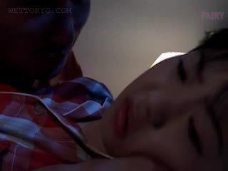 Miúda asiática gets conas teased em undies em dela sono