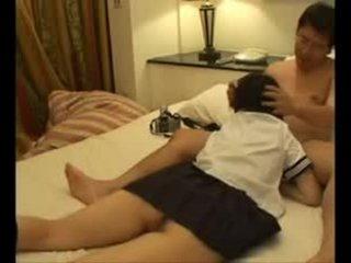 Japán főiskolás lány szar után iskola videó