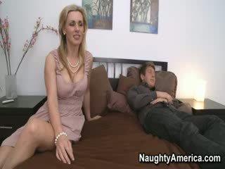 Bisa saya membantu anda laki-laki?
