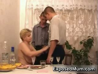 Szörny fasz -ban fehér anya