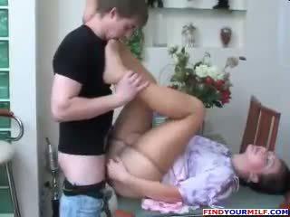 รัสเชีย แม่ และ บุตรชาย ถุงน่องแบบมีสายรัด สิ่งของที่ทำให้มีอารมณ์ เพศ