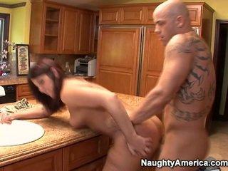 Seniai has thang onto virtuvė counter