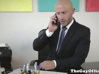Muscular gaysex jefa follando su employee