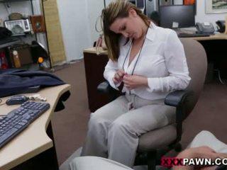 Booby afaceri doamnă banged de pawn dude
