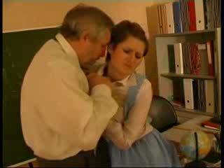 Guru diperlakukan tidak baik jerman boneka