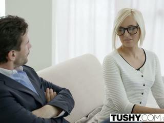 Tushy гаряча секретарка kate england gets анал від клієнт