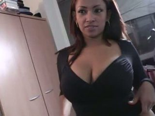 Quien es? Chica Torbe latina morena morbosa, puta de pais vasco?