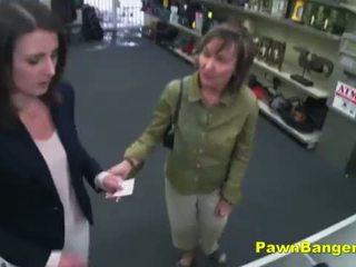 Snadný zákazník takes kohout v ji chlupatý píča pro dollars