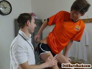Dilf trainer barebacking schlank students arsch