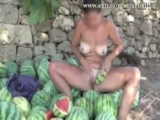 Dehors melon masturbation nudiste giselda vidéo