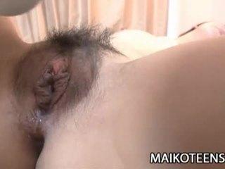 Nakal warga jepun remaja yuma yoneyama opens berambut lebat faraj untuk seks / persetubuhan