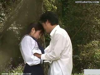 Teismeline kool tüdruk õues aias fuck