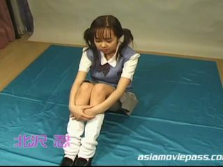 जपानीस स्कूलगर्ल enjoys बुककके साथ खुशी
