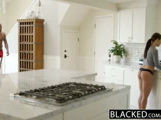 Blacked draudzene adriana chechick cheats ar a milzīgs melnas dzimumloceklis