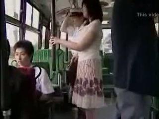 Kejutan hanjob di bis dengan double bahagia ending