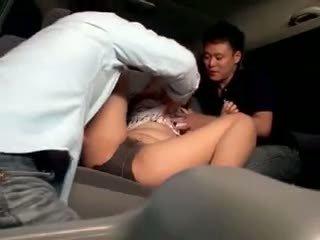 Innocent 여학생 gangbanged 에 a 자동차