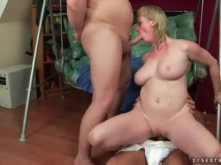 Naughty pissing threesome