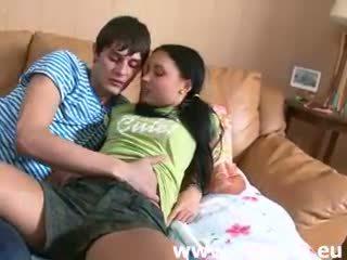 Mladý ruský pár a první pohlaví