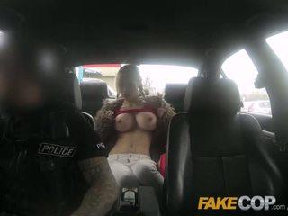 πραγματικότητα, φύλο αυτοκίνητο, μεγάλα βυζιά
