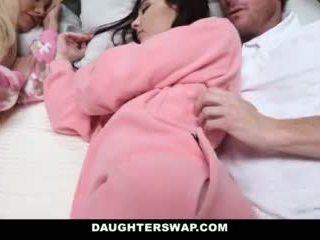 Daughterswap - daughters गड़बड़ दौरान slumberparty