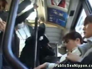 Publicsex asiatisch fingered auf die bus