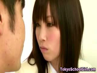 Japonské ázijské školáčka kozy squeezed
