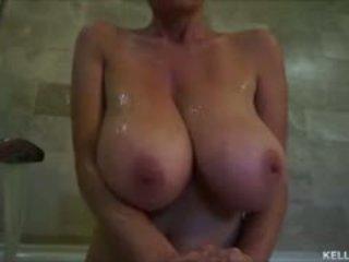 Mare titty milf kelly madison takes ei tatas pentru o bath