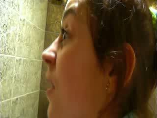 Pinkeln auf disco toilette vor camera