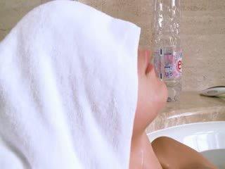 Drobcene irish punca v the vroče bath