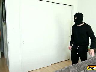 Seksuālā maska intruder getting viņa loceklis zīst