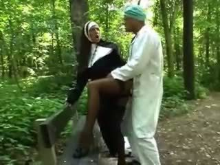 Turned trên cô gái tóc vàng ni cô getting fucked lược doggy phong cách
