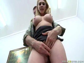 Heiß mädchen mit groß zeppelins und schön pussys
