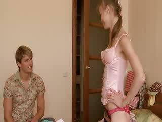 Super σέξι κάλτσα και καβλί τσιμπουκώνοντας