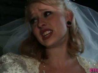 Blonde jeune mariée baisée anal par une noir guy avant son mariage