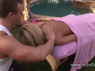 Sensational model britney i ri rewards guy giving të saj an incredible masazh