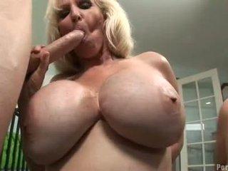 Breasty hawt momma daphne rosen receives така горещ на а хуй заедно с а приятел