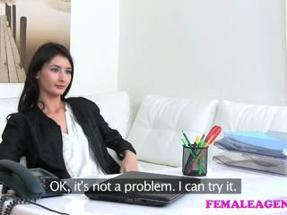 Femaleagent agent fucks príťažlivé masturbovanie modelka s veľký vibrátor