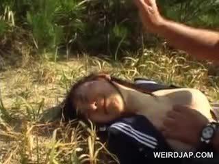 Innocent asiatique école fille forcé en hardcore sexe dehors