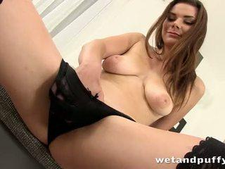 Szexi lány plays -val egy kedves punci pumpa