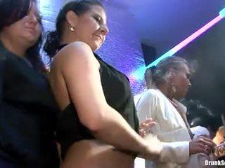 Bibi fox 과 그녀의 lusty girlfriends 있다 단단한 섹스