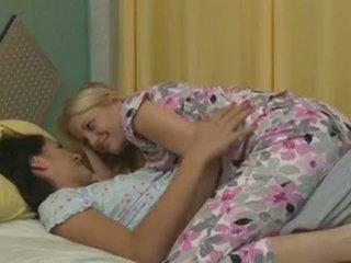 Charlotte stokely και alannah monroe intimate λεσβιακό σεξ