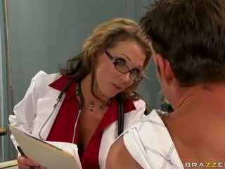 Nikki Sexxx Hot Babe Blow The Dick Of Her Patient