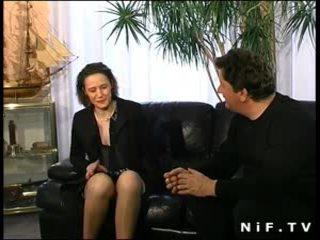 Karvainen ranskalainen milf sisään alusvaatteet anaali perseestä