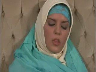 Arab muslim su gražus papai gets pakliuvom doggy stilius